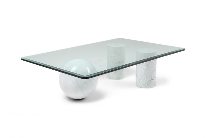 Italian White Marble Coffee Table by Massimo Vignelli - 1970s