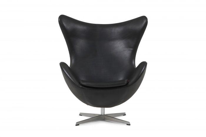 Black leather Egg chair by Arne Jacobsen for Fritz Hansen - 2009
